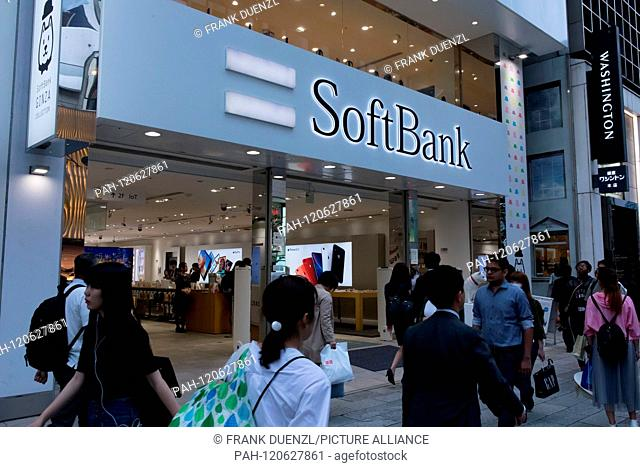 SoftBank store in the fancy shopping district Ginza, in May 2019. | usage worldwide. - Tokyo/Tokyo/Japan