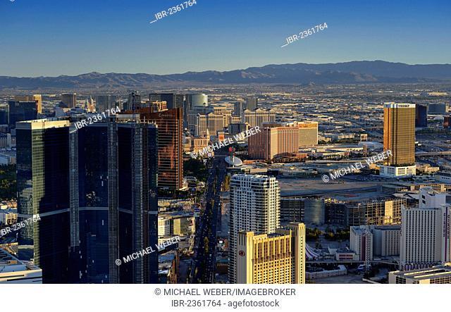 The Strip, Bellagio luxury hotel, Ceasars Palace, Trump Tower, Treasure Island, The Venetian, Encore, Las Vegas, Nevada, United States of America, USA