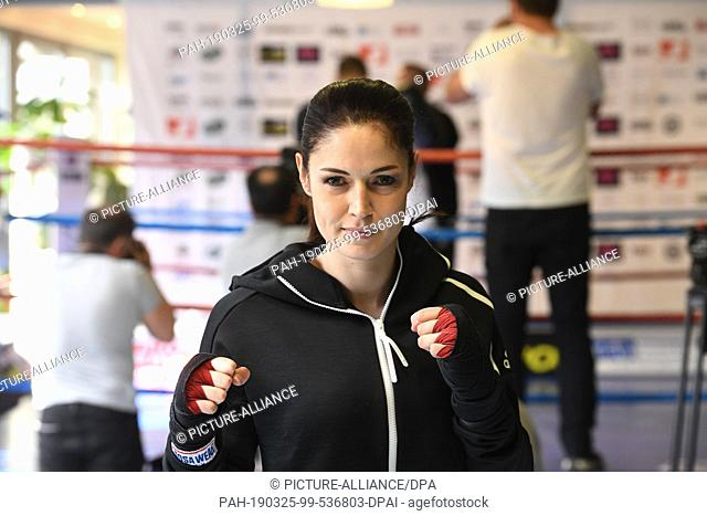 25 March 2019, Bavaria, München: Kickboxing world champion Marie Lang can be seen at the press training of Stekos Fight Club in Stekos Sportcenter