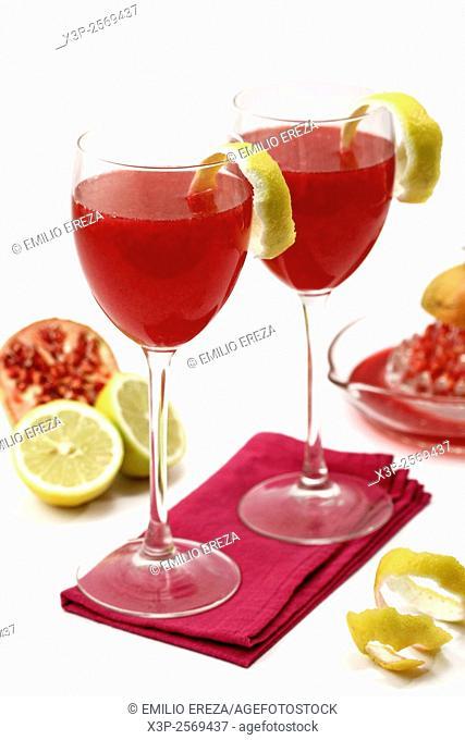 Pomegranates juice with lemon