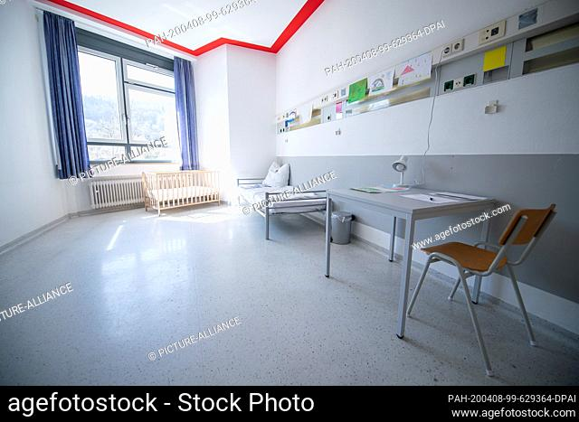 06 April 2020, Baden-Wuerttemberg, Künzelsau: A room in an isolation ward in a former clinic. Here people who have no possibility to be quarantined at home can...