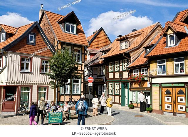Smallest house, street with timber framed houses, old town, Wernigerode, Harz, Saxony-Anhalt, Germany