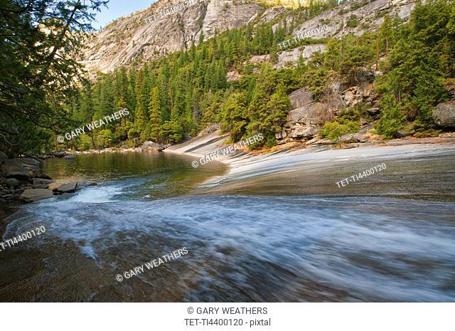USA, California, Yosemite National Park, Merced River