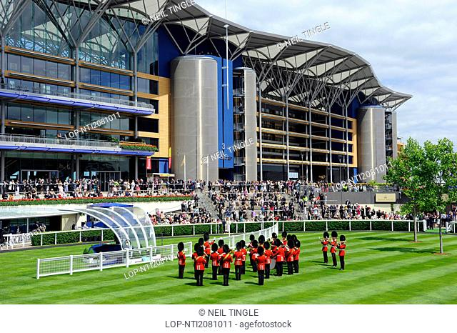 England, Berkshire, Ascot. A military band performing in the parade ring during day one of Royal Ascot 2010