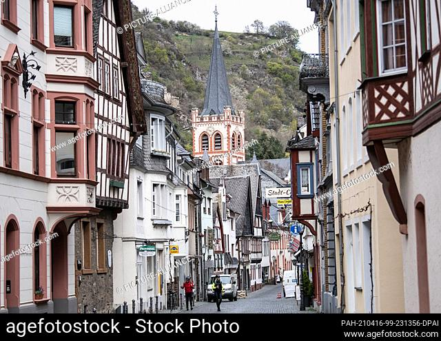 16 April 2021, Rhineland-Palatinate, Bacharach: It is almost deserted in the center of the town of Bacharach in the Middle Rhine Valley