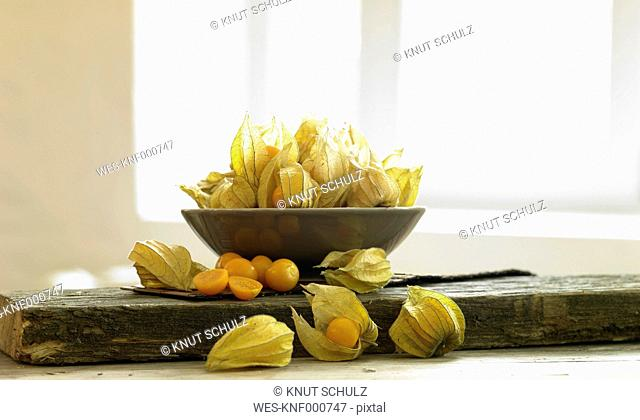 Physalis peruviana in bowl on table