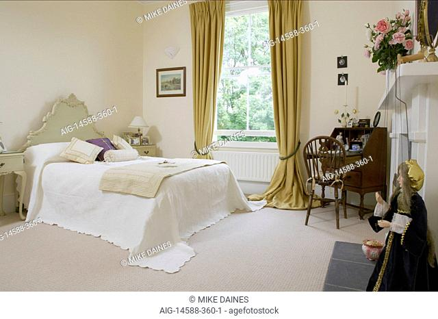 Bedroom Gold Curtain Stock Photos And Images Agefotostock