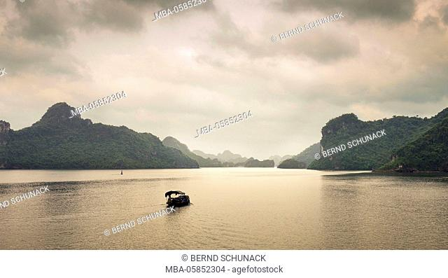 Fischer in the Halong bay on the way home