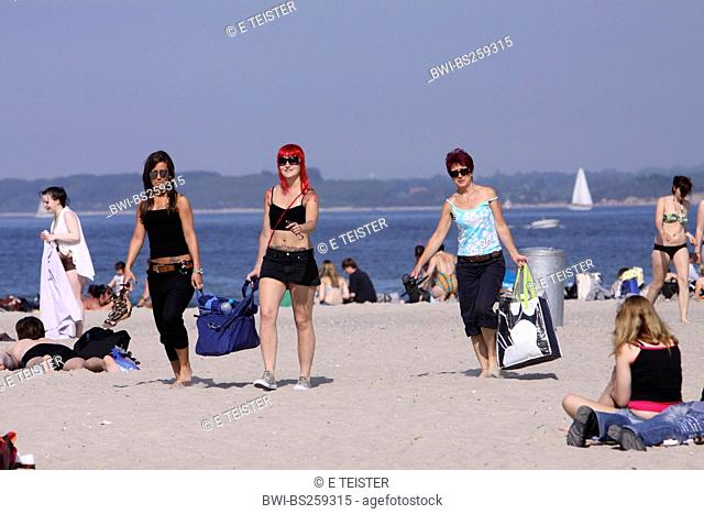 bathers on a sunlit Baltic Sea beach , Germany, Schleswig-Holstein, Travemuende, Luebeck