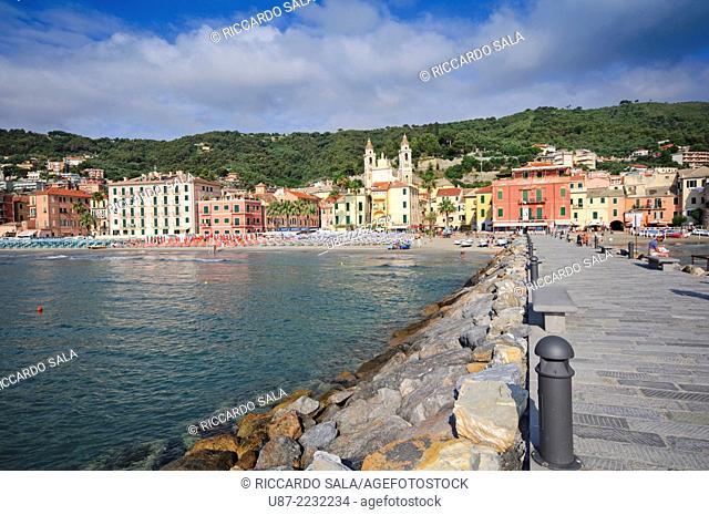 Italy, Liguria, Laigueglia, Beach
