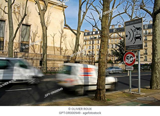 SIGN ANNOUNCING A FIXED AUTOMATIC SPEED CAMERA ON THE AVENUE DE NEW YORK, PARIS 75