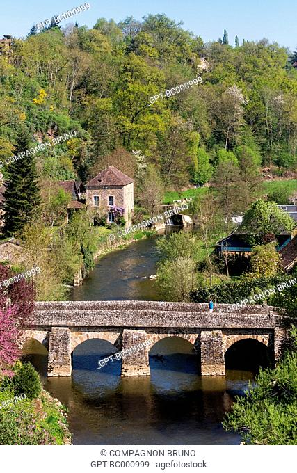 GENERAL SHOT OF SAINT-CENERI-LE-GEREI, ONE OF THE MOST BEAUTIFUL VILLAGES OF FRANCE, ALPES MANCELLES, NORMANDIE-MAINE REGIONAL NATURE PARK, ORNE (61), FRANCE