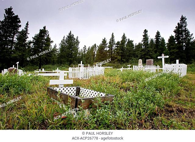 Grave markers ay Mountain Park Cemetery, Alberta