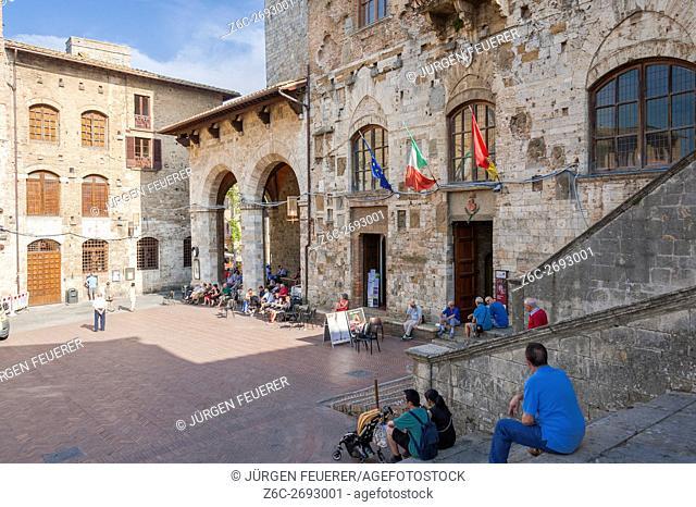 Palazzo del Popolo at the right, Piazza Duomo in San Gimignano, Tuscany, Italy