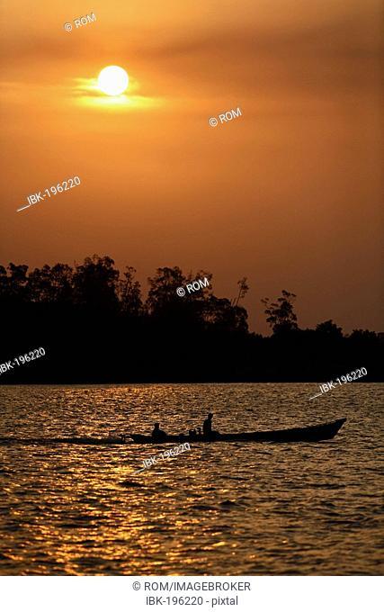 Boat on river Sungai Sekonyer in Tanjung Puting National Park, Central-Kalimantan, Borneo, Indonesia