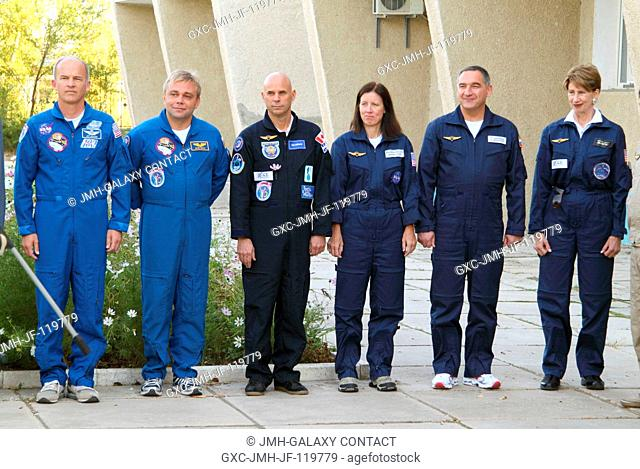 The prime and backup crews for Expedition 21 pose for a group picture at the Cosmonaut Hotel crew quarters in Baikonur, Kazakhstan September 19, 2009