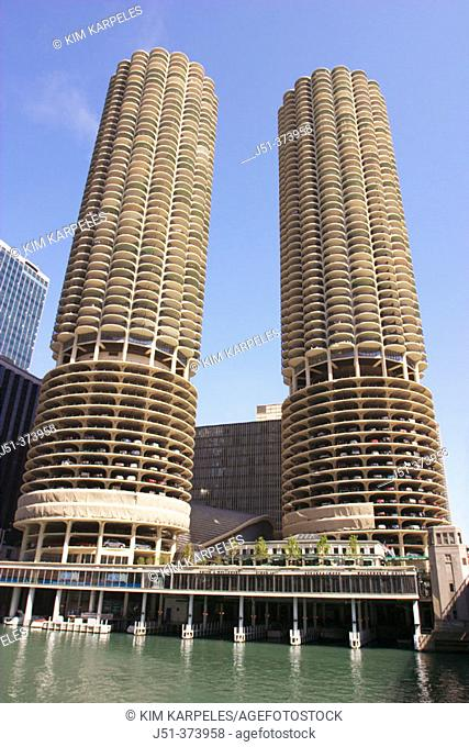 Marina City twin towers, round towers with semicircular balconies along Chicago River. Chicago. Illinois. USA