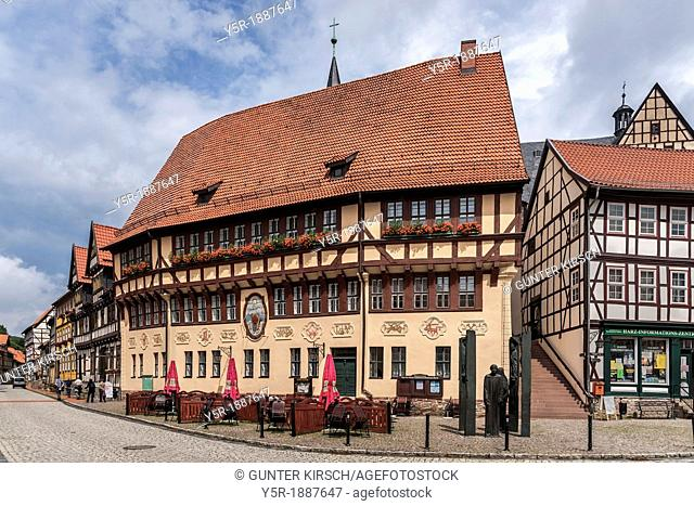 The city hall of 1454 has no stairs Access to the upper floors can be reached only via an external staircase In front is the Thomas Muentzer monument by the...