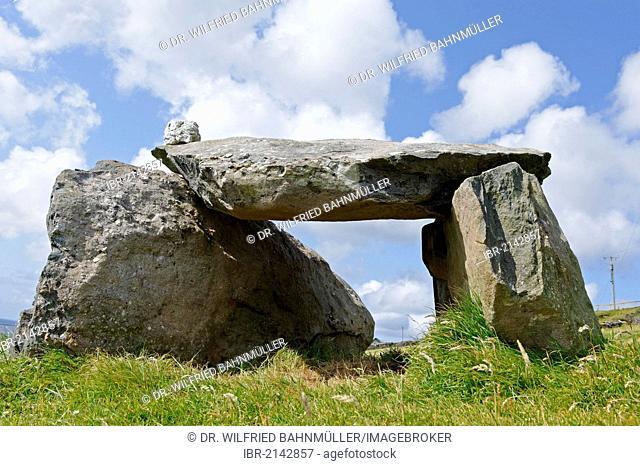 Dolmen, Famine Cottages, museum, Dingle Peninsula, County Kerry, Ireland, Europe