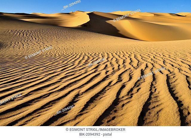 Small erg or sand dunes near Tehenadou, Adrar n'Ahnet, Adrar Ahnet, Algeria, Sahara, North Africa