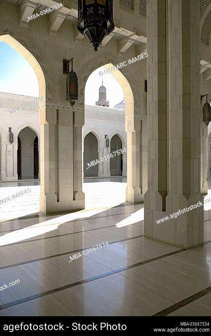 Courtyard, Sultan Qaboos Mosque, Grand Mosque, Muscat, Muscat, Sultanate of Oman, Middle East