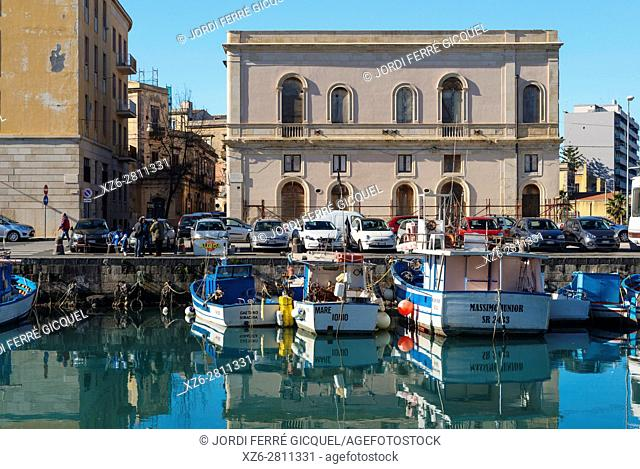 Fishing boats on the harbour of Ortigia, Siracusa, Province of Siracusa, Sicily, Italy, Europe
