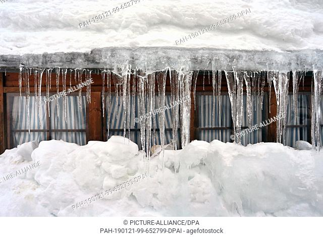 21 January 2019, Bavaria, Oberjoch: A curtain of icicles hangs in front of the windows of a house. Photo: Karl-Josef Hildenbrand/dpa