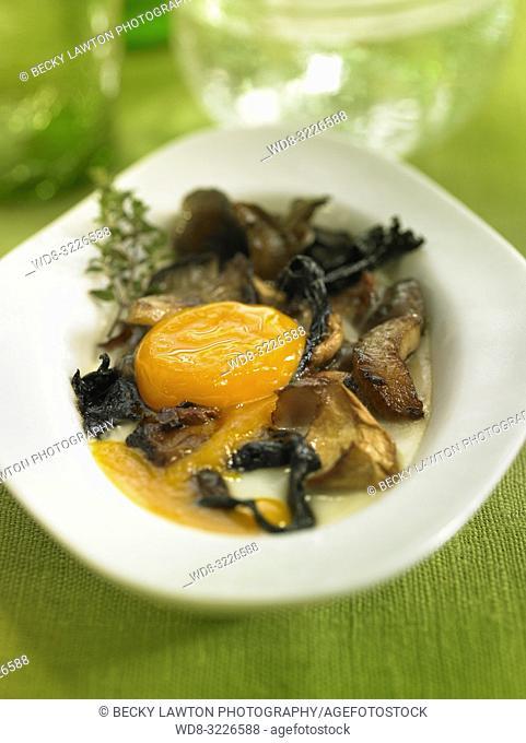 cazuelita de huevos con setas / eggs with mushrooms