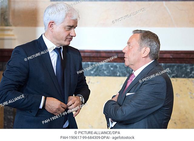 17 June 2019, Saxony, Dresden: Hans-Joachim Frey (l), artistic director of the Semperopernball, and the German pop singer Roland Kaiser stand together on the...