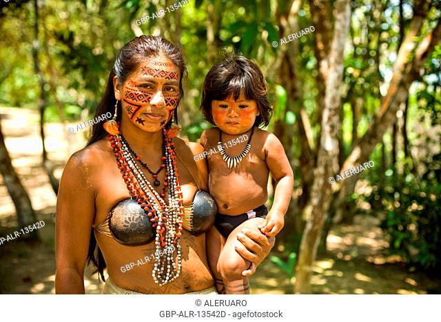 India with Child in the Lap, Dessano Tribe, Tupé Community, Manaus, Amazônia, Amazonas, Brazil
