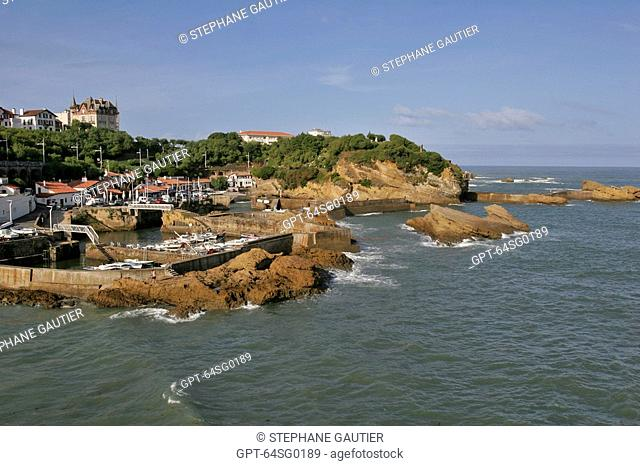BOATS IN THE FISHING PORT AND CRAMPOTTES FISHERMEN'S CABINS, BASQUE COUNTRY, BASQUE COAST, BIARRITZ, PYRENEES ATLANTIQUES, 64, FRANCE