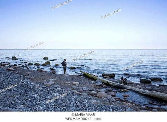 Germany, Mecklenburg-Western Pomerania, Ruegen, Jasmund National Park, hiker at the beach