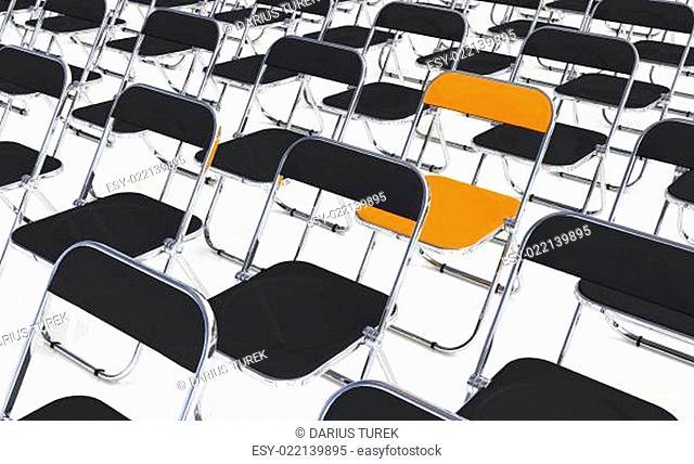 Ein Klappstuhl in der Menge Orange Schwarz