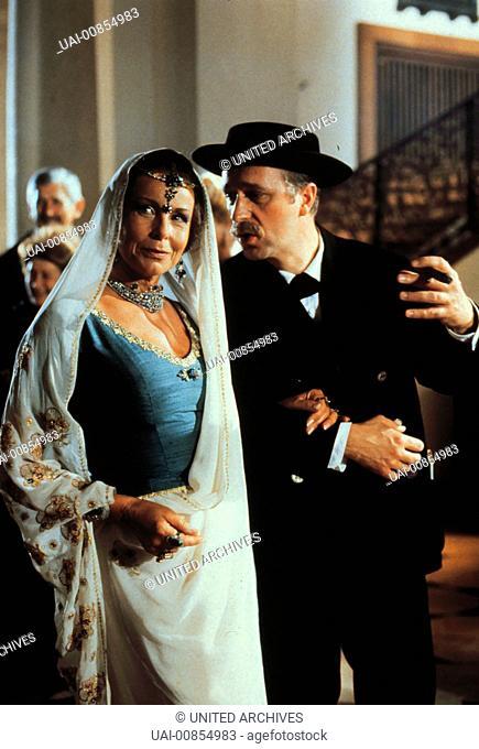 Szene mit JOANA FRIEDRICH - Maharani von Indora GERD ANTHOFF - Josef Filser aka. NÜrdlich der Donau / JOSEF FILSER