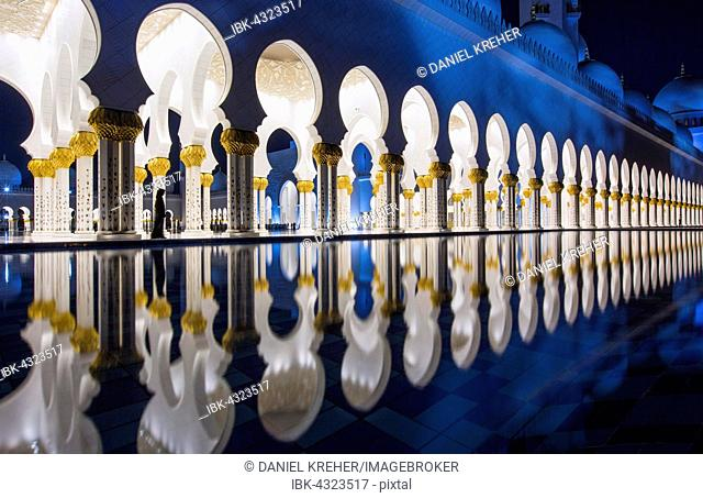 Arcades in the Sheikh Zayed Mosque, Sheikh Zayed Grand Mosque, Abu Dhabi, Emirate of Abu Dhabi, United Arab Emirates