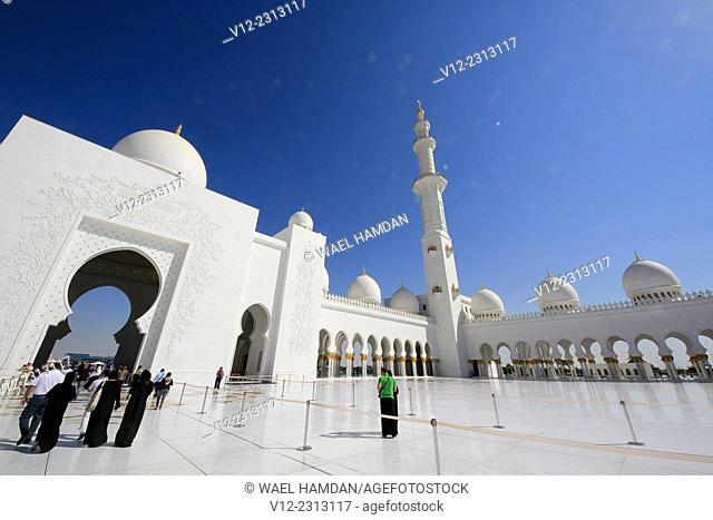 Women at Sheikh Zayed bin Sultan al-Nahyan Mosque, Abu Dhabi, United Arab Emirates