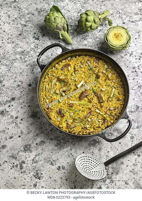 paella con alcachofas y puerros / Paella with artichokes and leeks
