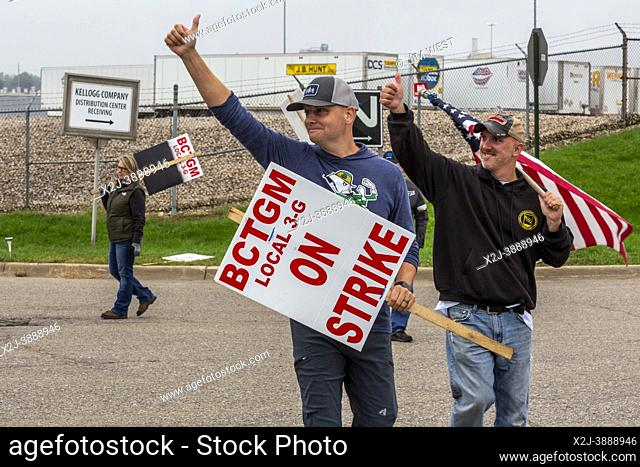 Battle Creek, Michigan - Members of the Bakery Workers Local 3G picket the Kellogg cereal plant. Workers at all four U. S. cereal plants are on strike