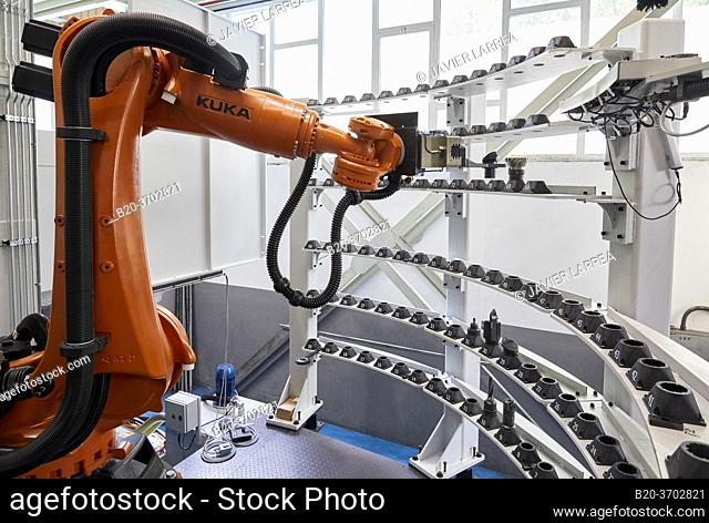 Robot in tool warehouse, Construction of machine tools, machining centre, CNC, Vertical turning and Milling lathe, Metal industry, Gipuzkoa, Basque Country