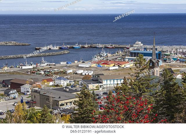 Canada, Quebec, Gaspe Peninsula, Riviere-au-Renard, elevated village view