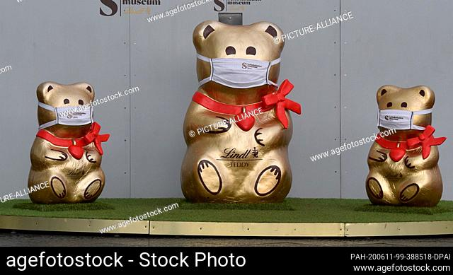 10 June 2020, North Rhine-Westphalia, Cologne: View of chocolate museum with Lindt Gold Bear Teddy with mouth guard. Photo: Horst Galuschka/dpa