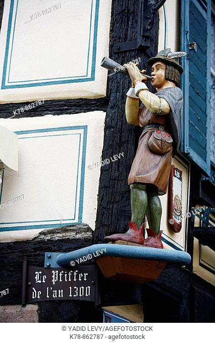 Sep 2008 - Wooden statue on the Pfifferhus in Ribeauville village, Alsace, France