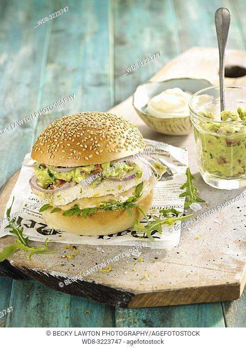 hamburguesa de pollo con guacamole / Chicken burger with guacamole