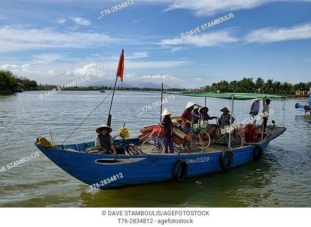 Vendors arriving by boat to the market, Hoi An, Vietnam