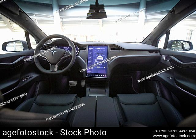 21 October 2020, Hamburg: View into the interior with steering wheel and display of a Tesla Model X in the new Tesla Service Center