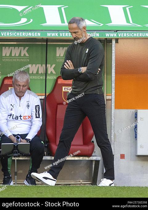 "Disappointment 'à ""¶ Gladbach coach Adi HUETTER (HvúTTER). Soccer, FC Augsburg - Borussia Mvšnchengladbach 1: 0, Soccer Bundesliga, 5th matchday"