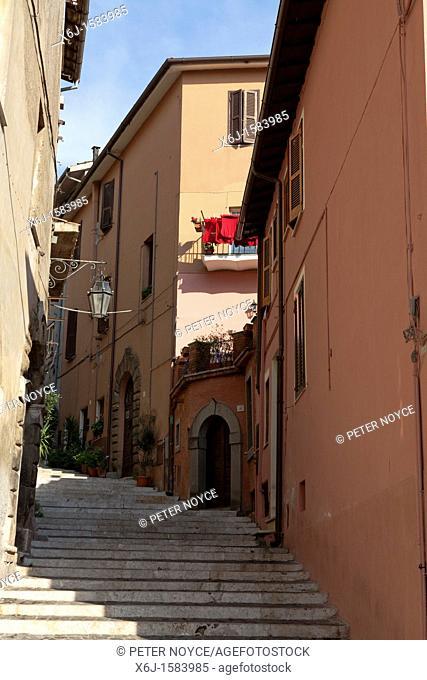 narrow street in Palestrina