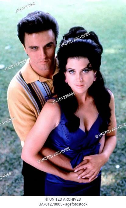 Rob Youngblood, Kehli O'Byrne Nach dem Tod seiner Mutter, heiratet Elvis Presley (Rob Youngblood)in Las Vegas Priscilla (Kehli O'byrne) *** Local Caption ***...
