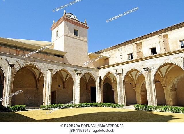 Inner courtyard, colonnade, arcades, Museo del Carmen, former monastery, museum, art, culture, center, church, Iglesia del Carmen, Barrio del Carmen, district