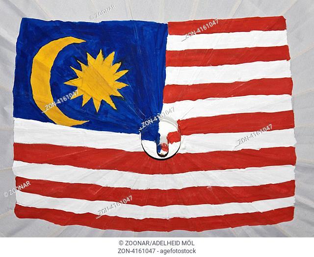 Mit der Flagge von Malaysia bemalter Papierschirm Painted paper umbrella, Flag of Malaysia